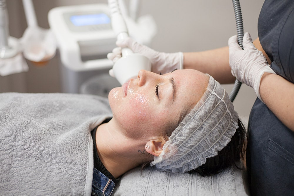 An image of a client receiving our Lipofirm treatment